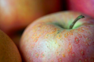 Apple with shallow DOF